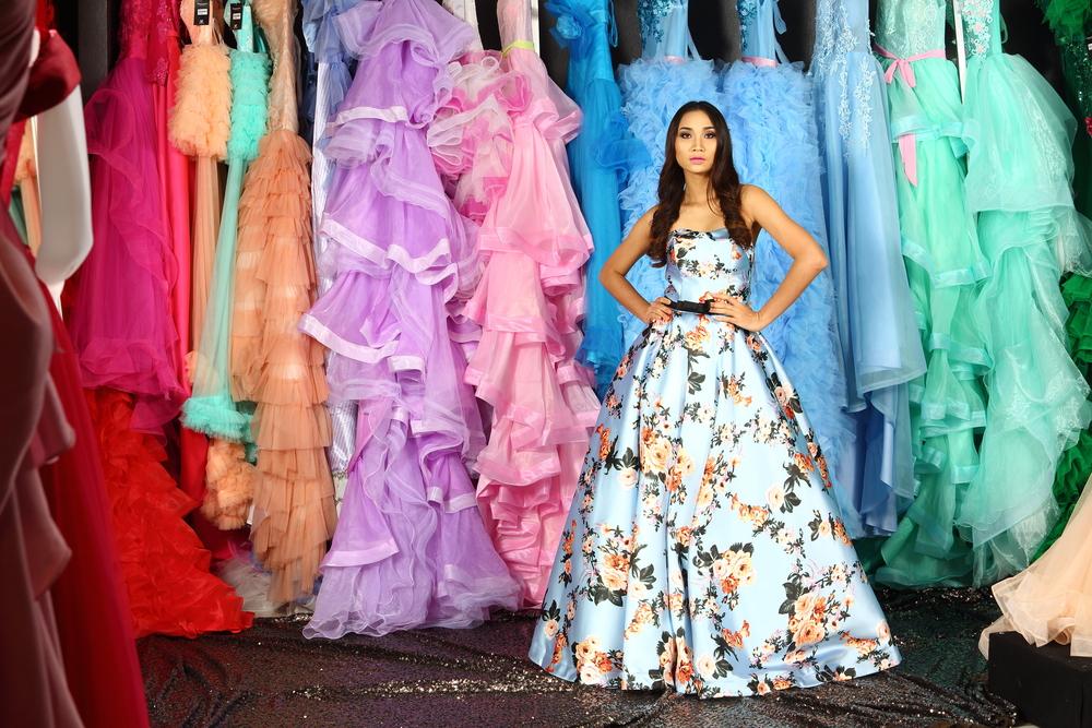 カラードレスの似合う色の選び方|肌・髪・体型・パーソナルカラーで判断